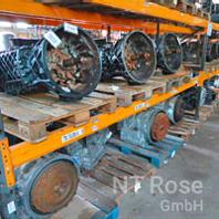 Regal mit Getriebeteile LKW